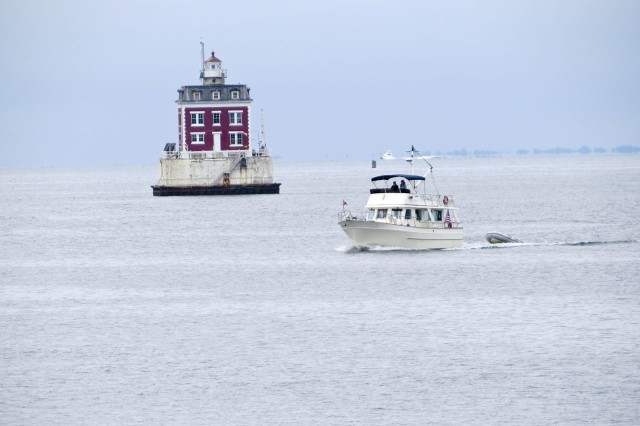 Here we are!! Passing in front of Ledge Light.