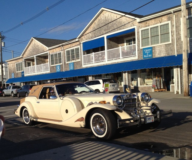 While eating our ice cream, we observed this Rolls Royce Excaliber, a classic.