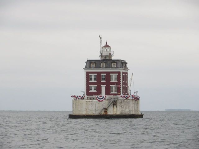 Once again we pass Ledge Light standing guard at the entrance to New London Harbor. We are going to takes a tour of the lighthouse someday - it is on my retirement bucket list. I want to see the inside!