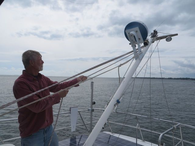 Before we left SYC, Al lowered our little mast. Yes, we have a mast, but no sail on the trawler.