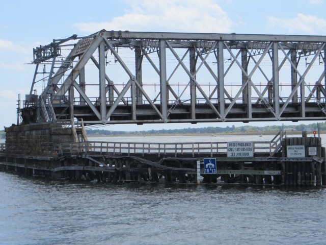 Old Lyme Railroad Bridge clearance