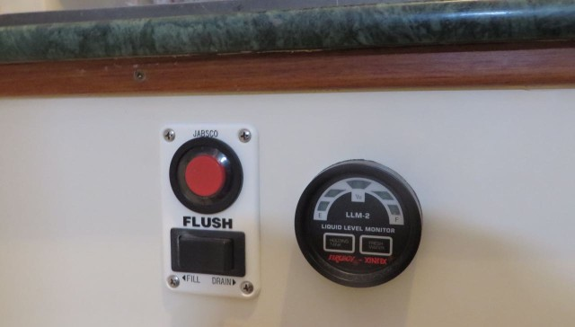 A new gauge next to the flush button.