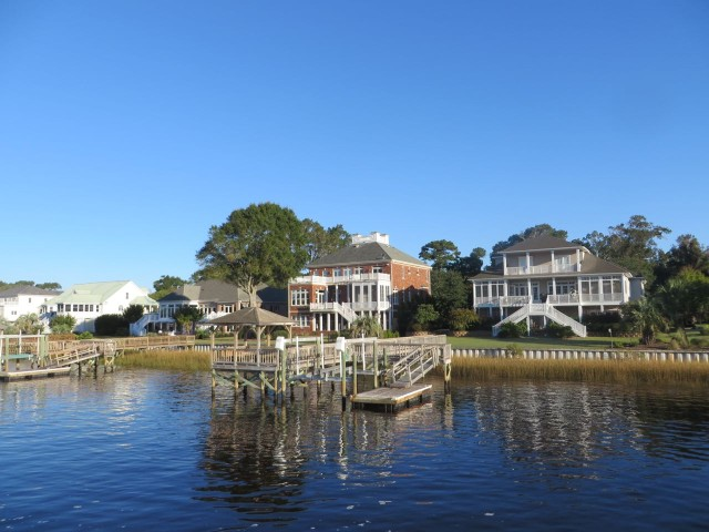 waterfront homes1