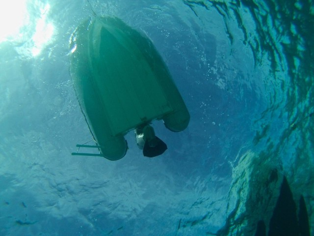 Even the dinghy looks pretty cool from below. Nic clean bottom!