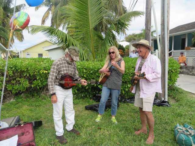 A little group of musician entertained folks as they shopped and ate.