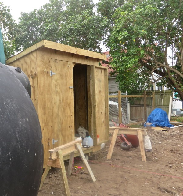 John even built a storage shed. It's a must-have on a building site. Palm Pilot (John and Carol's catamaran) can't store all of the building tools and supplies.