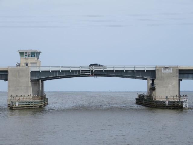 Bascule bridge - Looks like 24 feet so under we go.